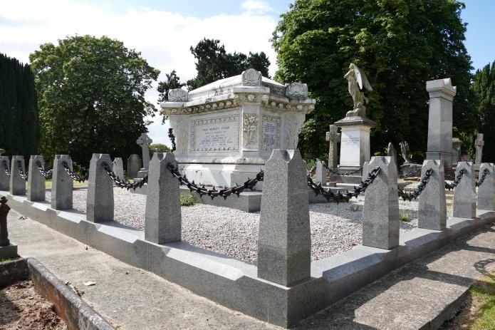 torquay-cemetery-singer-6