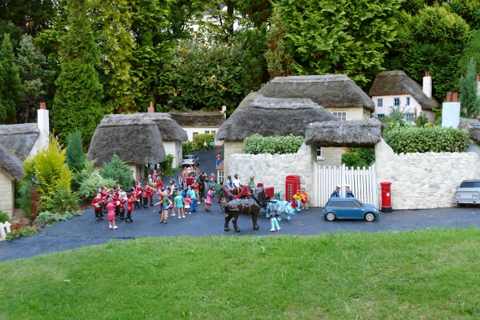 babbacombe-model-village-scenery-26