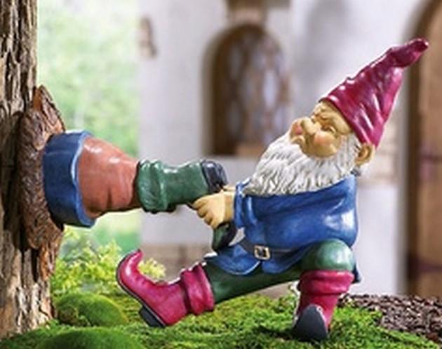 Funny-Garden-Gnomes-2-07