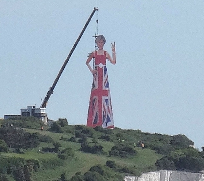 Someone anonymously erected a gigantic Theresa May scaffold overnight on the cliffs of Dover flipping off the rest of Europe. (source) 1 day